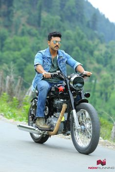 Charan's Bullet riding photo going viral Actor Picture, Actor Photo, Bollywood Couples, Bollywood Actors, Dhruva Movie, Glam Photoshoot, Photoshoot Images, Indian Army Wallpapers, Allu Arjun Wallpapers