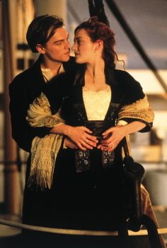 Rose and Jack (Kate Winslet and Leonardo DiCaprio) in TITANIC. Tell me you don't swoon a little when you think about the first time you saw this movie! Kate Winslet Oscar, Titanic Kate Winslet, Titanic Movie Facts, Leonardo Dicaprio 90s, Titanic Ship, Olivia Newton John, Romantic Movies, Aesthetic Pictures, Eminem