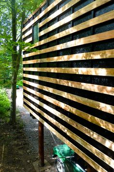 Workshop on stilts built from the surrounding woodland. Invisible Studio. Like the small window.
