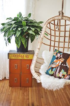 An indoor swing screams summer year-round, wouldn't you say? Just put your feet up and relax... #carouseldesigns #pinparty