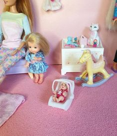 Baby seat / cosy for baby Barbie happy family, Nikky and krissy Baby Doll Clothes, Doll Clothes Patterns, Le Cosy, Siege Bebe, Barbie Happy Family, Barbie Playsets, Barbie Diorama, Mini Craft, Barbie Collection