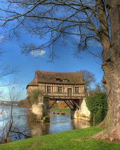 Ancien moulin à eau à Vernon - France