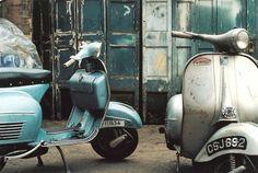 Vintage Vespa scooters on a city sidewalk. Piaggio Vespa, Lambretta Scooter, Scooter Motorcycle, Vespa Scooters, Motorcycle Style, Scooter Shop, Classic Motorcycle, Vintage Vespa, Vespa Retro