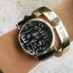 La montre tendance. Superbe montre, unique en son genre. Mouvement à trois aiguilles.  Un jolie montre qui sublimera vos poignets en un clin d'oeil!!!  La montre parfaite à offrir ou s'offrir!  Emballage cadeau offert!