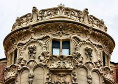 Palacio Longoria. Madrid Barcelona, Madrid, Us Travel, Art Nouveau, Portugal, Lion Sculpture, Villa, Louvre, Statue