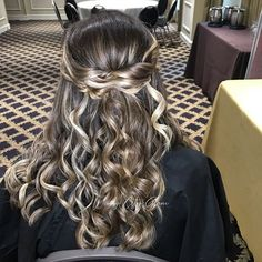 ROMANTIC HALF-UP WAVES Want flawless wedding hair & makeup with zero stress? We gotchu! Go ahead and schedule your free consultation call today - link in bio @WindyCityGlam! . #chicagobridalmakeup #chicagomakeupartist #chicagoweddingmakeup #chicagobride #chicagomua #chicagowedding #chicagobridalmakeupartist #chicagobridalmua #chicagoweddingmua #chicagoweddingmakeupartist #chicagoweddingplanning #chicagoweddingphotographer #chicagobridalhair #chicagohairstylist #chicagoweddinghair #chicagowedding