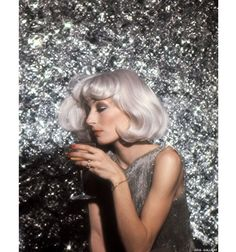 Angelica Huston, 1976 unconventional beauty-Love the hair.
