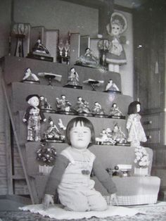 A Japanese girl with many Vintage Bunka dolls