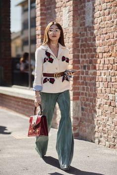 The Best Street Style At Milan Fashion Week Spring Summer 2018 ✨ 🌸 🌹 ᘡℓvᘠ❤ﻸ Printemps Street Style, Milan Fashion Week Street Style, Milano Fashion Week, Cool Street Fashion, Street Style Looks, Looks Style, Look Fashion, Street Style Women, Fashion Models