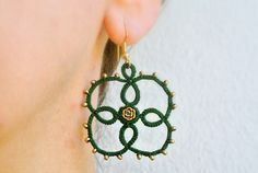Clover tatted earrings gold seeds beads  tatted by Ilfilochiaro