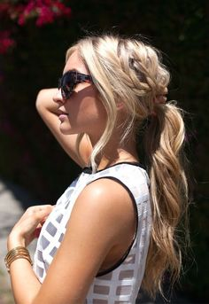 10 Summer Braids You Must Have What do you rock for your hair in summer? It must be a braided hair do. Girls, today prettydesigns will offer 10 pretty summer braid ideas for yo. My Hairstyle, Ponytail Hairstyles, Summer Hairstyles, Pretty Hairstyles, Wedding Hairstyles, Hairstyle Ideas, Updos, Ponytail Haircut, Hairstyle Pictures
