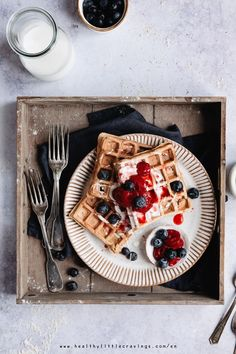 Is it possible to make no baking powder waffles with whole wheat flour and no refined sugar? Whole Wheat Waffles, Whole Wheat Flour, Pancakes And Waffles, Healthy Waffles, Baking Soda And Lemon, Homemade Yogurt, Sweet Breakfast, Waffle Recipes, Dinners For Kids