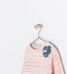 Image 3 of SWEATSHIRT WITH FLOWER APPLIQUÉ from Zara