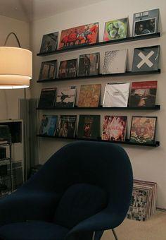 Ordenar discos de vinilo en estanterias Ribba de Ikea