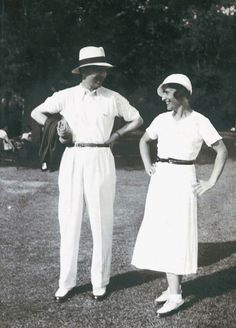 1930s Fashion, Vintage Fashion, Lacoste, Tennis Pictures, Ivy League Style, Costumes Around The World, Vintage Tennis, Shirt Tucked In, Tennis Fashion