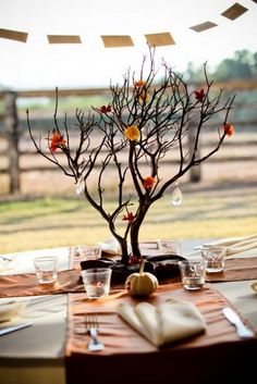 50 Beautiful Centerpiece Ideas For Fall Weddings_06