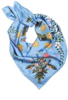 Gucci New Flora Foulard Scarf Zijden Sjaals, Bloemenprints, Gucci,  Dagelijks Journaal 20881e85a57