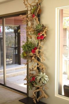 Love this! Vertical driftwood embelished with flowers!