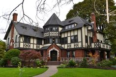 Gamma Phi Beta Sorority House - University of Oregon University Housing, Houses In America, Gamma Phi Beta, Theta, University Of Oregon, English House, Grand Homes, Real Estate Leads, Doors