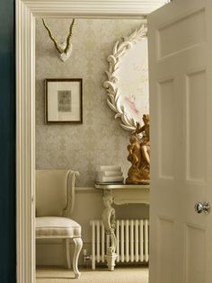 Subtle & feminine hallway with large overscaled wallpaper. Console and chair with curvy and feminine legs