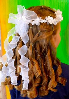 First Communion Hair ~ Like the ribbon and flowers not so much the curls Première Communion, Holy Communion Dresses, First Communion Party, First Holy Communion, Communion Hairstyles, Special Occasion Hairstyles, Eucharist, Diy Hair Accessories, Girl Hairstyles