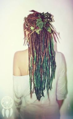 Turquoise dreads and ivy leaves Mundo Hippie, Estilo Hippie, Dreads Styles, Curly Hair Styles, Natural Hair Styles, Beautiful Dreadlocks, Pretty Dreads, Hippie Hair, Synthetic Dreads