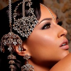 48 New Ideas For Asian Bridal Jewellery Exotic Beauties Asian Bridal Jewellery, Indian Jewelry, Wedding Jewelry, Bollywood Makeup, Bridal Elegance, Gold Bridal Earrings, Indian Makeup, Indian Bridal Fashion, Exotic Beauties
