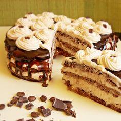 Tort cu caramel si ciocolata | Rețete Papa Bun Chocolate Fudge Frosting, Romanian Food, Creme Caramel, Something Sweet, Tiramisu, Biscuits, Food And Drink, Ice Cream, Sweets
