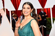 """The stars are gliding their way onto theAcademy Awards red carpet, the Fashion Police are gearing up to judge the nominees' evening wear—and you can also take part in the fashion assessments by using EW'sstyle ranker.  [ew_image nid=""""2121958"""" align=""""left""""]"""