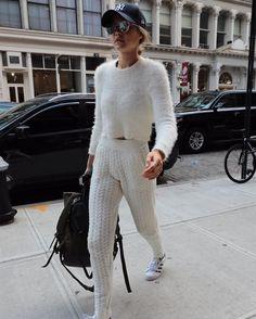 "تحديثات جيجي on Instagram: ""٢٢ يوليو: جيجي اثناء وصولها لشقتها في مدينة نيويورك #GiGiHadid July 22: Gigi Hadid arriving at her apartment in New York City."""