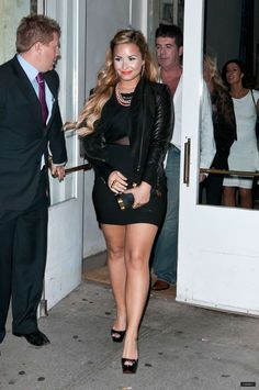 Demi Lovato look Demi Lovato Legs, Demi Lovato Body, Demi Lovato Pictures, Celebrity Outfits, Pretty Woman, Sexy Women, Mini Skirts, Celebrities, Womens Fashion