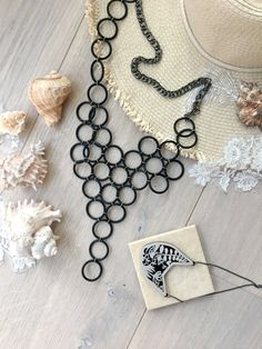 Turning washers into a statement necklace DIY :http://hapinesswherever.com/2017/06/turning-washers-into-a-statement-necklace-diy/