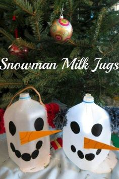 Snowman Milk Jug Craft | This Snowman Milk Jug Craft is simple & a fun activity to do with the kids this holiday season! This easy kids craft is inexpensive to make. Read more easy crafts, healthy recipes and fitness tips on foodwinesunshine.com | Food Wine Sunshine #diy #easycrafts #holidays #snowman #christmas #lifestyleblogger #foodblogger Easy Crafts For Kids, Christmas Crafts For Kids, Easy Diy Crafts, Toddler Crafts, Simple Christmas, All Things Christmas, Diy For Kids, Gifts For Kids, Christmas Gifts