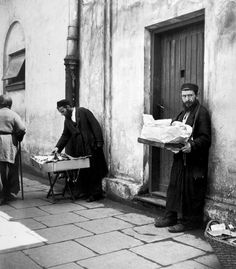 photos by Roman Vishniac: Jewish street vendors, Warsaw, Poland, 1938.