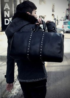 Классическая черная мужская дорожная сумка из натуральной кожи с заклепками  в стиле панк купить на AliExpress 8cd6255cf3a