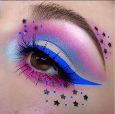 We're cool for the summer with this makeup look by @kaynadianbeauty featuring the #Ardell Spiky lashes in 386!