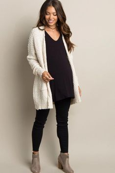 This adorable and stylish cardigan for pregnant women made of popcorn is . - This adorable and stylish cardigan for pregnant women made of popcorn is … – Motherhood – - Maternity Business Casual, Casual Maternity Outfits, Stylish Maternity, Business Casual Outfits, Casual Fall Outfits, Maternity Wear, Maternity Fashion, Pregnancy Fashion, Winter Pregnancy Outfits