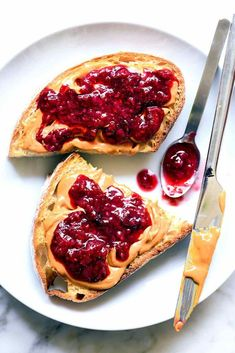 Use up your almost over-the-hill favorite strawberries, raspberries and blueberries for the sweetest homemade jam that cooks in just 20 minutes. Breakfast Photography, Food Photography Tips, Healthy Eating Tips, Easy Healthy Recipes, Healthy Food, Healthy Nutrition, Jam Recipes, Whole Food Recipes, Drink Recipes