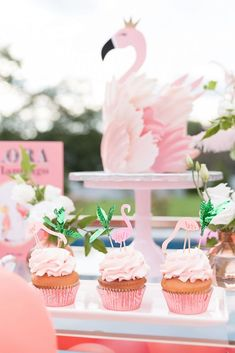 Pool Party Cakes, Pool Party Themes, Summer Party Themes, Pool Party Decorations, Party Ideas, Cupcake Party, Pink Flamingo Party, Flamingo Baby Shower, Flamingo Birthday