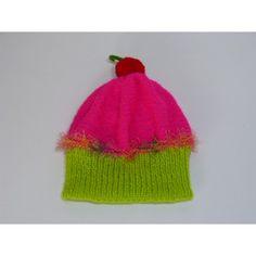 Irrésistible et fondant, bonnet en forme de cake gourmandise. Bonnet cupcake pour fille tricoté main. Bonnet cake gourmandise tricoté avec le kit laine Plassard. Taille 2 ans pouvant aller jusqu'au 3 ans environ car la laine s'étire bien. Le départ du bonnet est tricoté de couleur vert fluo en cote 1/1 puis le haut du bonnet est tricoté en rose fluo en jersey envers. La petite cerise pompon est de couleur rouge avec une petite tige verte. Lavage 30°. Prix 14 $.