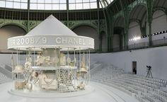 70 Ideas Fashion Show Stage Design Inspiration Chanel Runway For 2019 Chanel Fashion Show, Catwalk Fashion, Stage Design, Set Design, Mademoiselle Coco Chanel, Kimora Lee, Catwalk Design, Paris 3, Chanel Runway