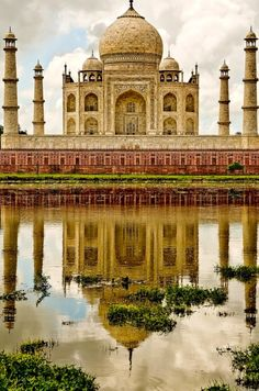 Taj Mahal,INDIA one of the most beautiful places on earth! Places Around The World, Oh The Places You'll Go, Places To Travel, Places To Visit, Around The Worlds, Taj Mahal India, India India, Wonderful Places, Beautiful Places