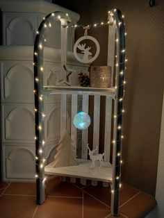 Christmas decorated carriage - Home Page Interior Design Living Room, Living Room Decor, Bedroom Decor, Wood Crafts, Diy Crafts, Decoration Christmas, Light Crafts, Sustainable Design, Diy Xmas