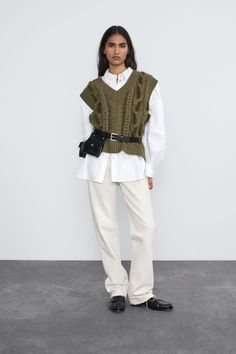 New clothes and accessories updated weekly at ZARA online. Stay in style with seasonal trends. Vest Outfits For Women, Adrette Outfits, Preppy Outfits, Clothes For Women, Winter Mode Outfits, Winter Fashion Outfits, Streetwear Mode, Streetwear Fashion, Western Outfits