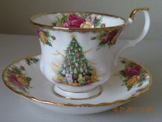 ♥ Royal Albert Christmas Magic teacup and saucer. SET. Bone china. Mint. 1990