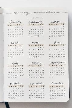 Check out these simple yearly bullet journal trackers for inspiration! Bullet Journal School, Bullet Journal Inspo, Bullet Journal Minimalist, Bullet Journal Lettering Ideas, Bullet Journal Notebook, Bullet Journal Aesthetic, Bullet Journal Themes, Bullet Journal Yearly Overview, Bullet Journal Calendar Ideas