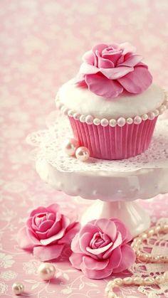 Frivolous Fabulous - Gorgeous Cupcakes for the Breakfast of Miss Millionairess