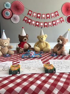 Tips for throwing a Teddy Bear Picnic Birthday party; decor, decorations, goodie bag ideas, invitations, free printables, DIY decor