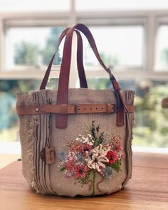 Jute Bags, Flower Tutorial, Handmade Flowers, Handicraft, Purses And Bags, Reusable Tote Bags, Bling, Embroidery, Creative