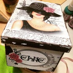caixas de madeira decoupagem Decoupage Vintage, Decoupage Box, Painted Furniture For Sale, Altered Boxes, Crafts To Make And Sell, Painted Boxes, Vintage Box, Sewing Box, Box Design